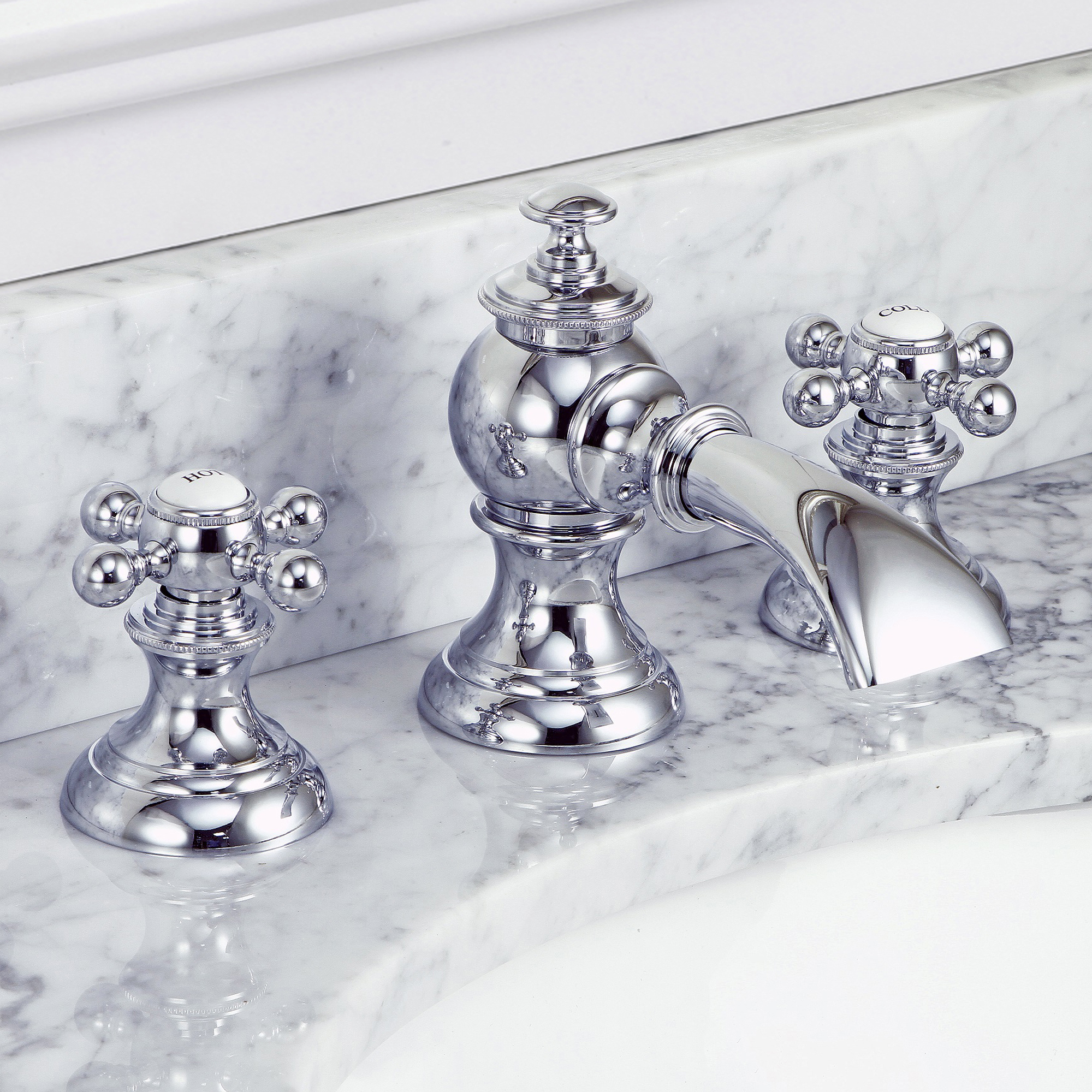 Modern Classic Widespread Lavatory Faucets With Pop-Up Drain in Chrome Finish With Metal Lever Handles